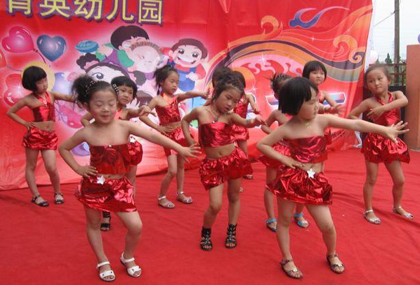 原创儿童节要来了,学校以排练节目为主,耽误学生学习,听教师一言
