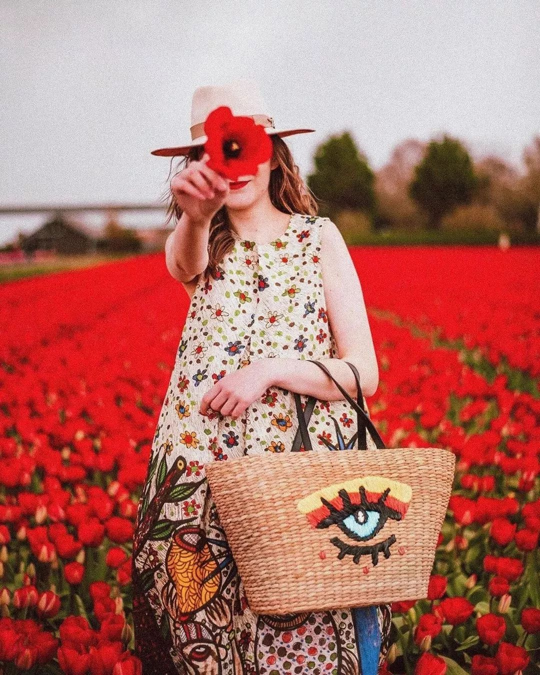 """穿不好就变""""大妈""""?女神们都爱的浪漫花卉,让你美成画!"""