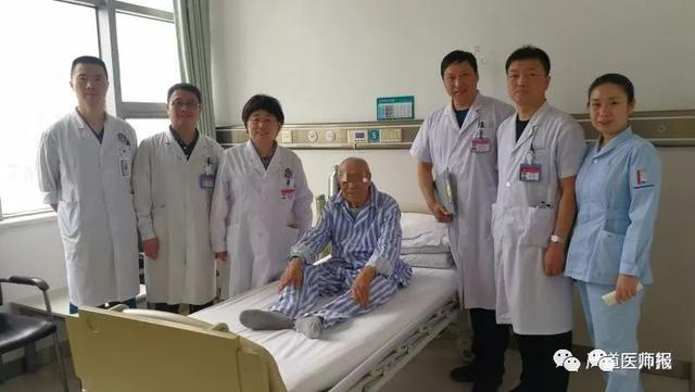 """90岁""""老兵""""感叹北部战区总医院:新技术又给了我一次生命"""