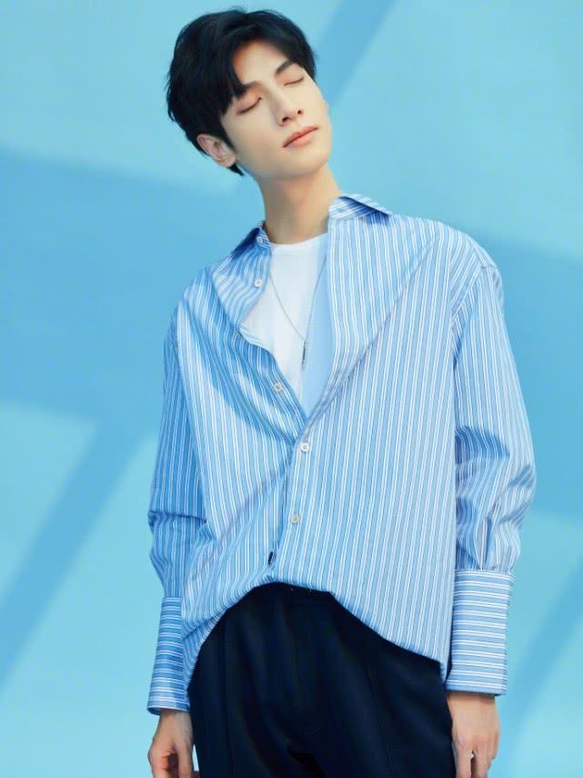 罗云熙30岁变20岁,全是因为穿了衬衫+校服裤,帅极了!