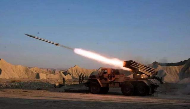 原创俄方警告美方不准动武,大批火箭弹就袭击自家基地,俄军高层下令全歼