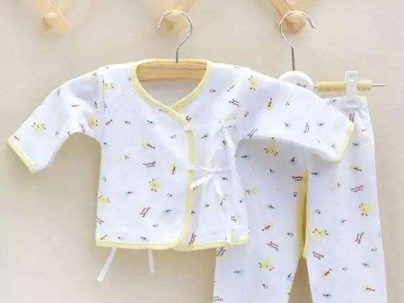 <b>新生宝宝特别脆弱,衣服需要这么选才安全</b>