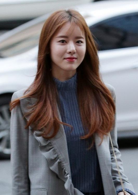 韩国女星殴打60多岁出租司机被判缓刑,剧组宣布将其开除_韩智善