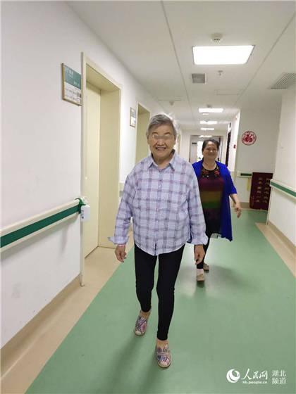 只因信任7年前看过病的医生 81岁老人奔波两千里来汉手术