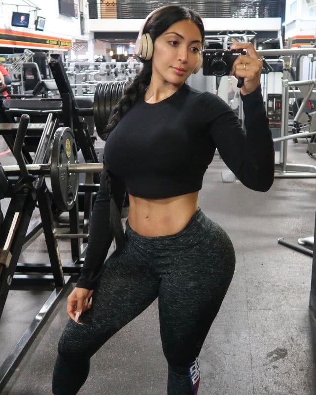 印度女孩24岁因自卑而健身,举铁6年练出强壮身躯!