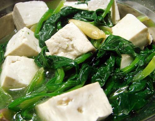 菠菜豆腐一起吃,会诱发肾结石和痛风?烹饪时注意两步,就能解决