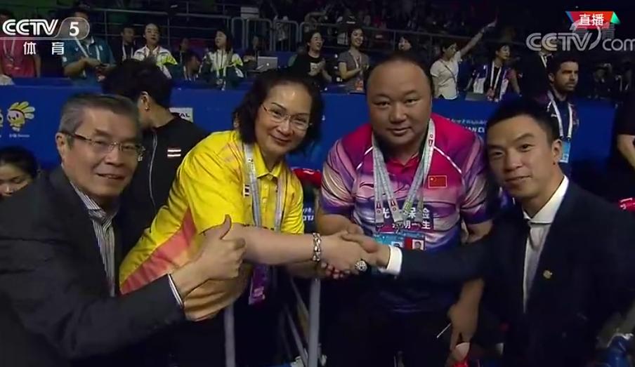 国羽打得对手一姐出场的机会都没有!泰国羽球官员赛后握