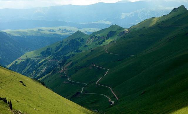 游览新疆的独库公路几月份去最合适?