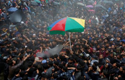 突发!印控克什米尔头号通缉犯被当场击毙,印军惨遭数千人袭击!