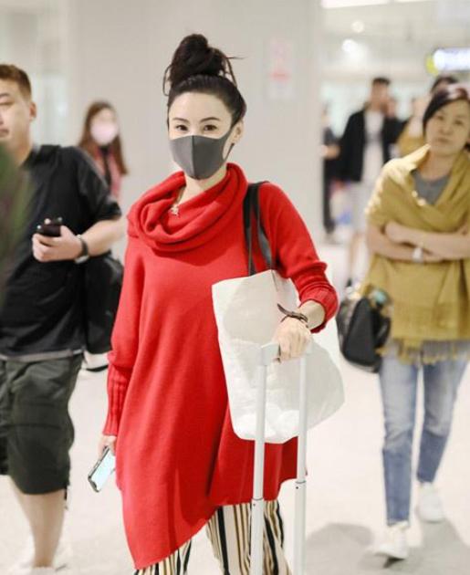 同样现身机场,张柏芝跟杨幂差距大,让人感慨岁月不饶人