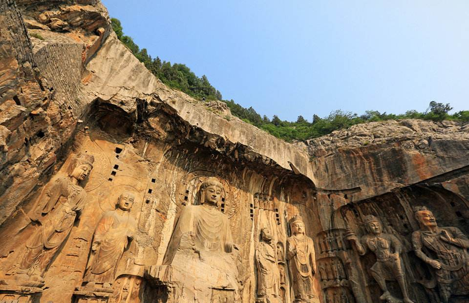龙门石窟里的佛头像,为什么大部分都是烂的?