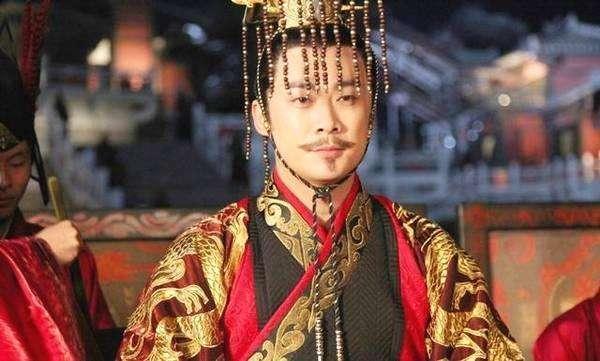 他是汉朝的王爷,喜欢盗掘帝王的陵墓,宝物却一件不要