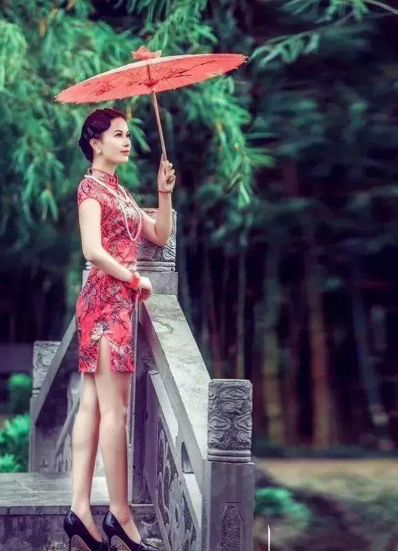 再过二天,歙县这个酒店被挤爆了,杭州丝绸旗袍展免费送衣服了?丝巾无限量免费送!