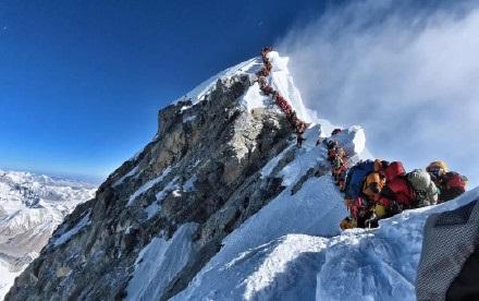 拥堵致多人死亡,珠峰发生了什么?