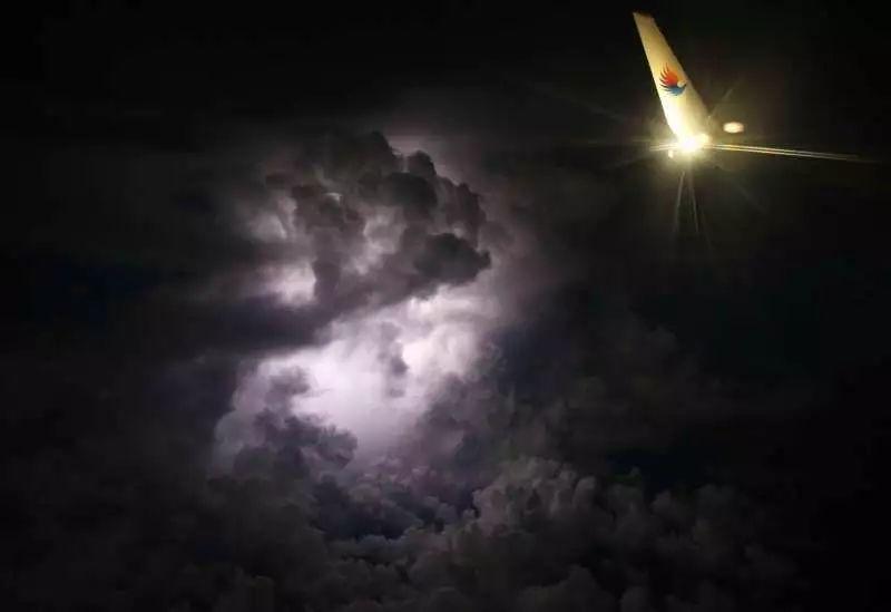 重庆到光雹llz!�jnk�_南航a380低空遭遇雹击 机长看不见冰雹是真的吗?