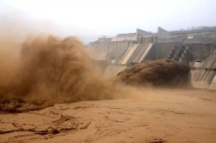 """黄河年流失泥沙16亿吨,为什么不能""""变废为宝""""?"""