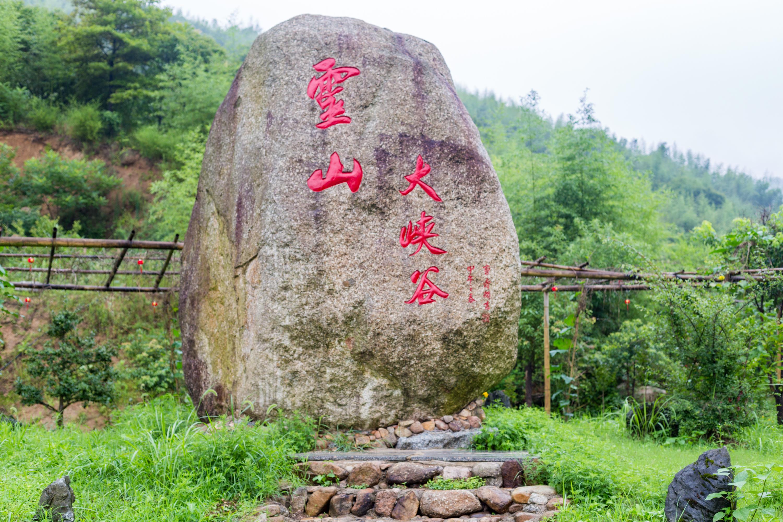 """原创千年古刹灵山寺坐落于此,至今香火鼎盛,更有""""小黄山""""之称"""