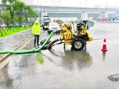 1/3交警警力随时待命,武汉昨日无长时间渍水路段
