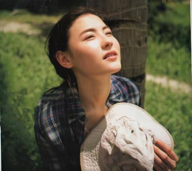 张柏芝39岁美得过分了,粉外套+牛仔衣超吸睛,少女感溢出屏幕