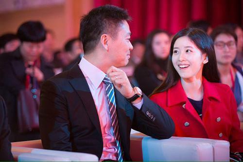 刘强东晒媳妇儿,李彦宏晒女儿,马云靠什么吸引眼球?