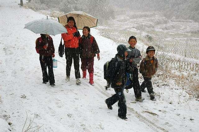 为什么很多出身贫寒的孩子,在农村成绩很好,一到城市就很差了?