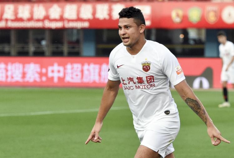 """""""归化埃尔克森高拉特""""带来的拷问:外籍球员能否代表中国踢比赛"""