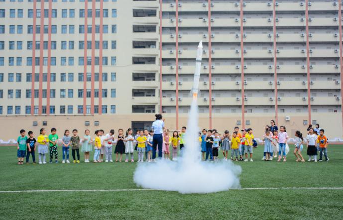 战机翱翔,火箭升天!探校,我只服成都川科外国语学校!