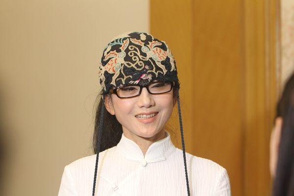 <b>61岁杨丽萍参加活动如同天仙下凡,网友:说她20多岁我也信</b>