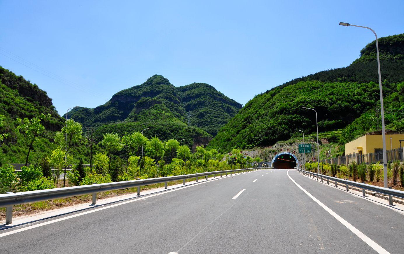平榆高速公路紫金山隧道贯通仪式隆重举行-路面机械网