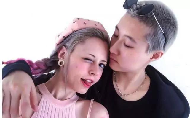 20岁吴卓林近照曝光,带小女友现身妇产科,全程又亲又抱好甜蜜