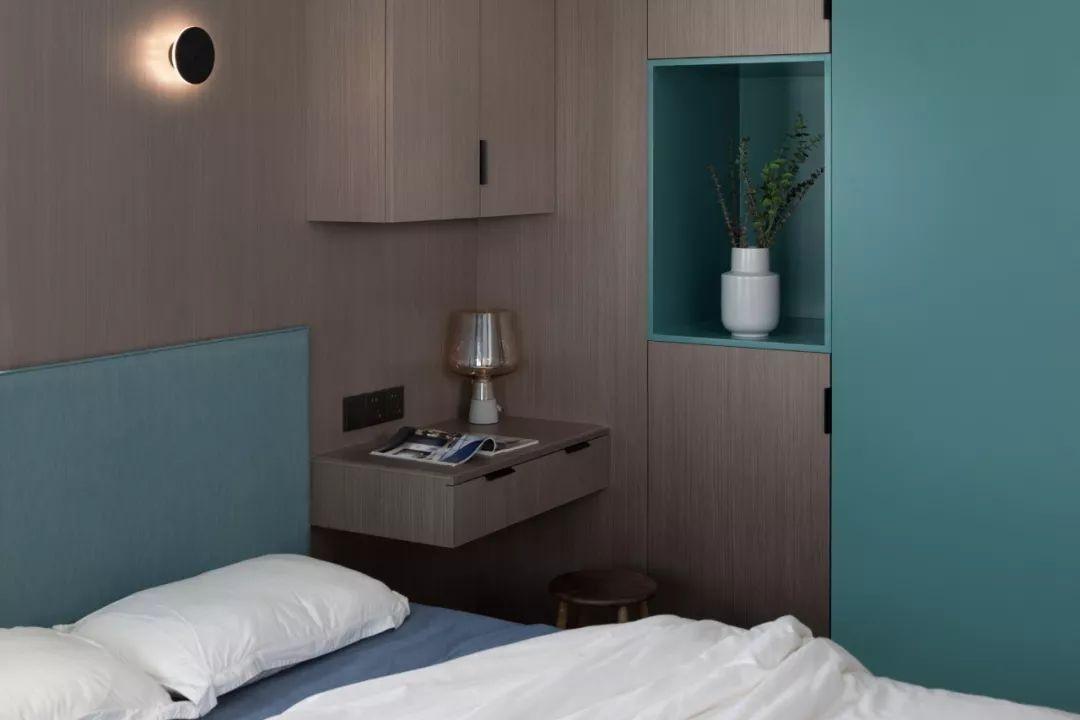 35㎡小公寓,现浇水泥+木饰面,点缀蓝宝石色,一个人住,简直太棒了!【居住榜样】