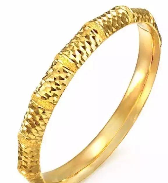 买一只30克重的黄金手镯能比一个月前少花600元