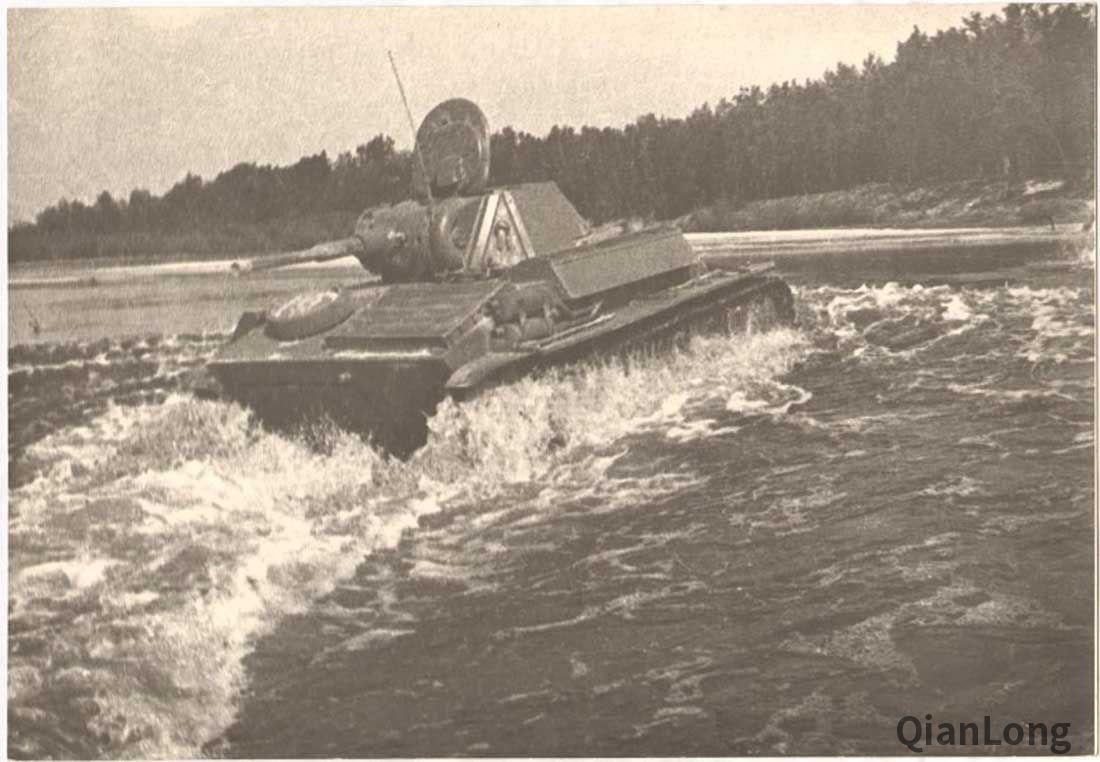 测试中的T-70轻型坦克和苏-76自行火炮充分为欧洲战场定制