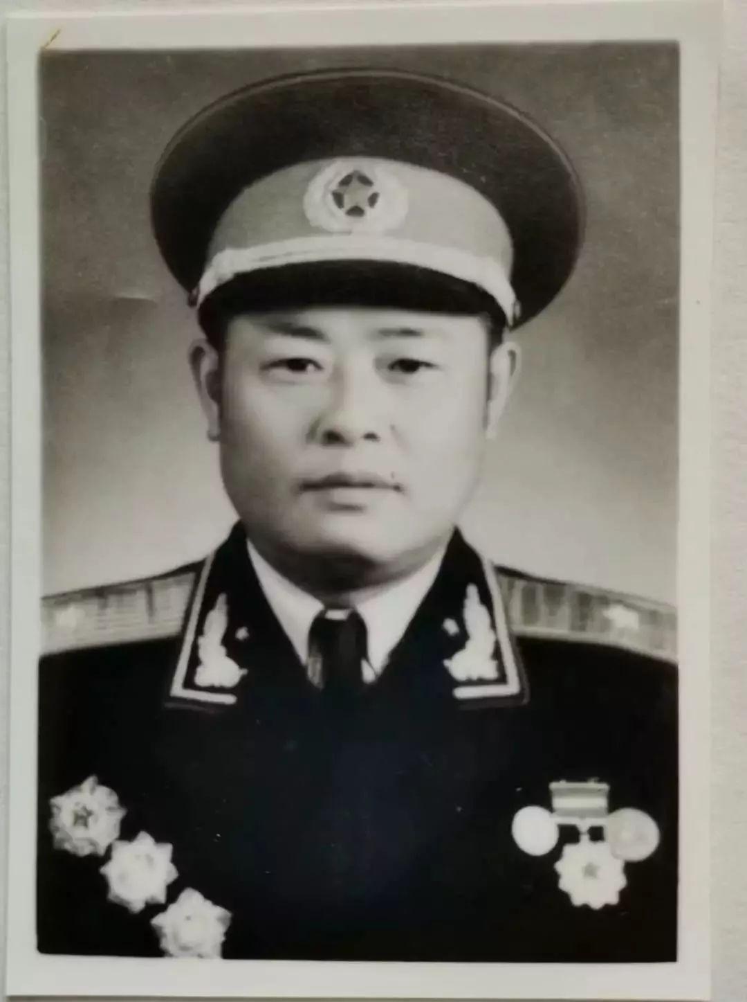 红船| 开国少将谢振华之女谢海巢:百万大裁军时,父亲曾主动让位图片