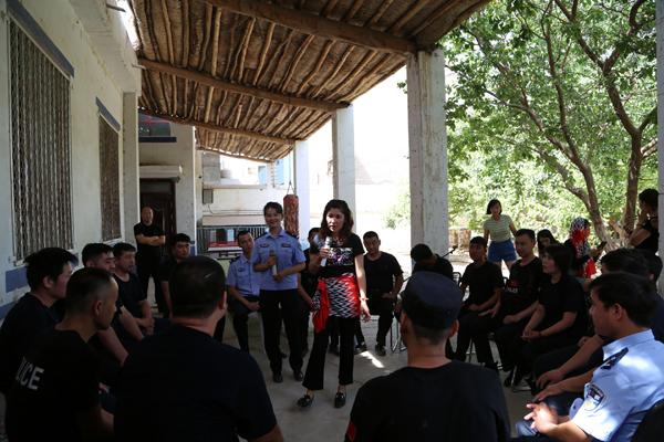 鄯善县公安局组建文艺小分队赴基层慰问一线民警