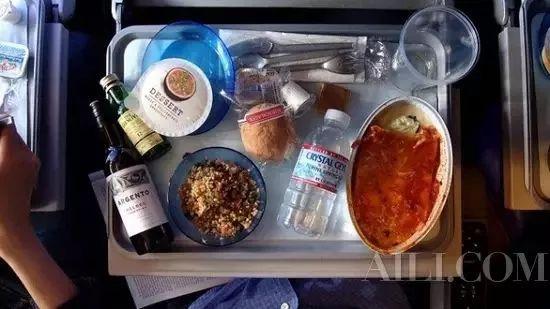 长途飞机怎么坐才舒服?去美国的途中如何减轻不适!