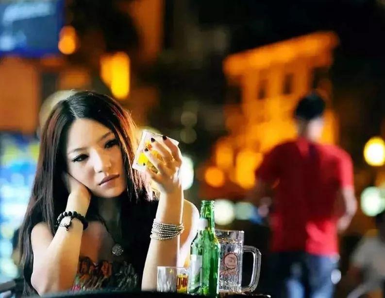 喝酒的女人 女人喝酒后的经典心情