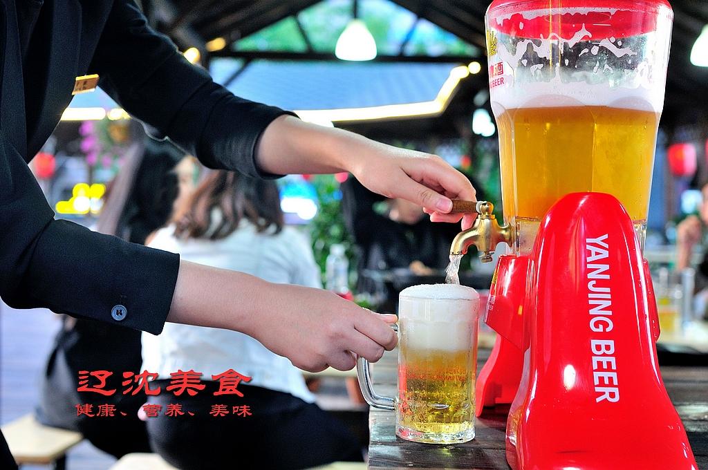 <b>沈阳东北大厦五星级啤酒花园开幕,健康烧烤,价格亲民</b>