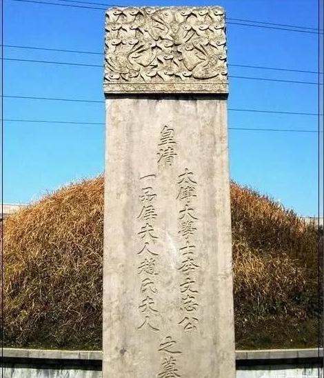 李鸿章墓被挖,发现2块30斤重的金砖,专家鉴定后为何连连摇头?