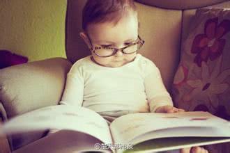 教一岁宝宝学看书,爸爸妈妈来学学!