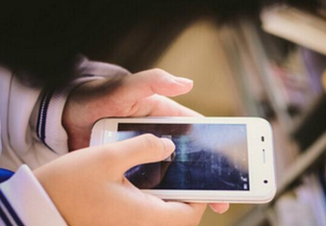 原创孩子痴迷手机,最重要的原因不是游戏,而是父母