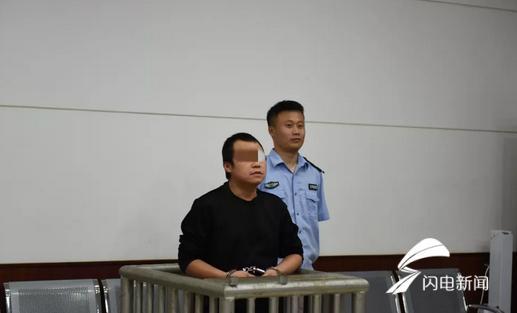 往大门玻璃上喷字、坑骗收菜款逃匿 寿光两名男子被依法公审