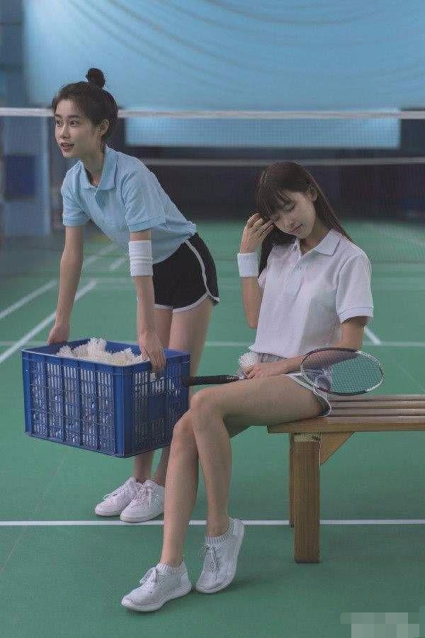 爆笑GIF图:后面女孩子的眼神!一切竟在不言中! 作者: 来源:搞笑创意