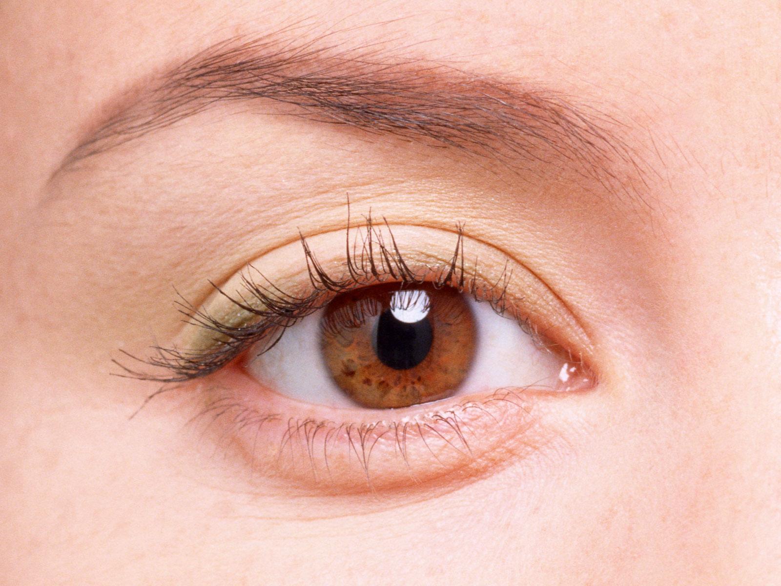 梦见妈妈眼睛 眼圈发紫