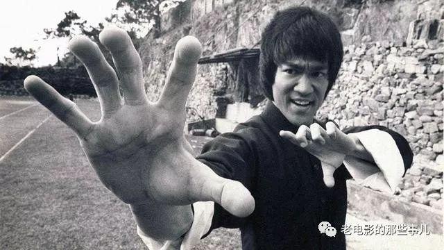 70年代的香港,最红的电影明星,除了李小龙,就是来自生活最底层的他