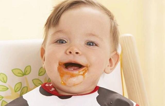 年轻妈妈给5个月宝宝断奶,让宝宝这样吃辅食,最终孩子大病一场
