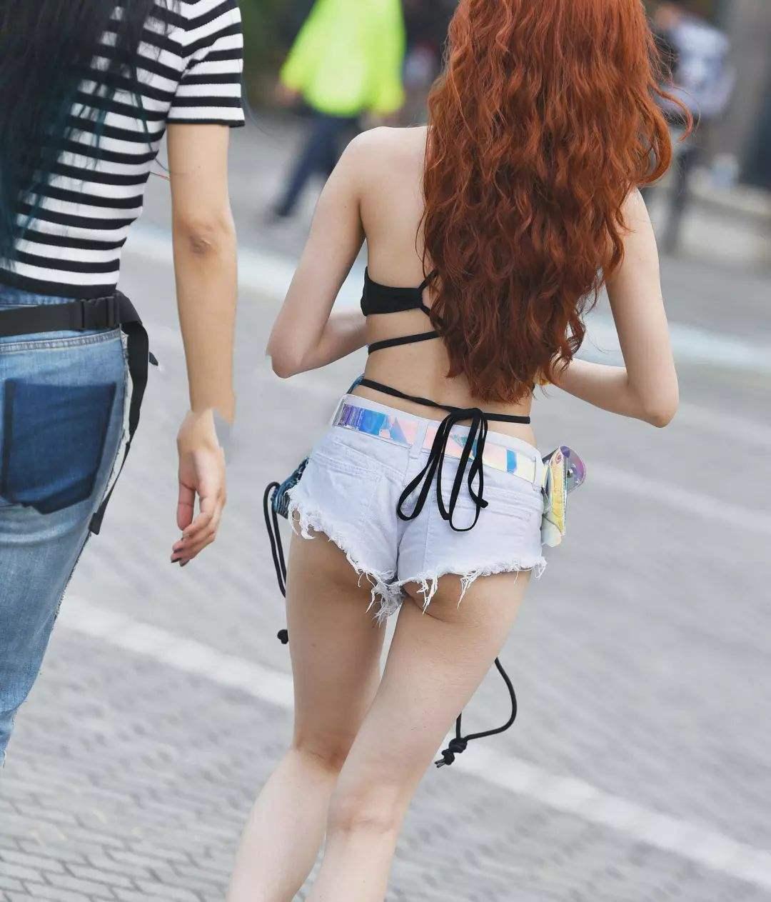 带车牌的GIF图片:姑娘到底是经历了什么!怎么成这样了