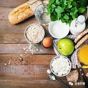 那如何才能搭配出高质量的早餐 吃早餐有哪些三大原则?