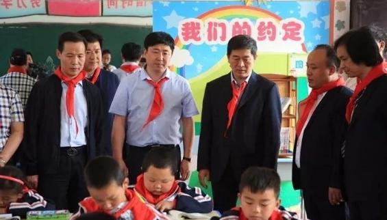 民建西安市委会在蔡川镇九年制学校开展捐资助学活动