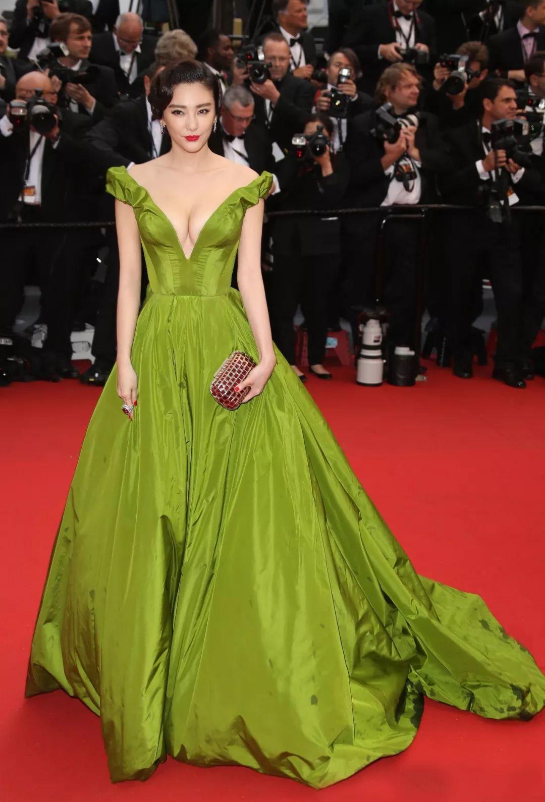 倪妮首次出战惊艳红毯,李宇春被说越来越娘 I 盘点戛纳历年最美女星图片